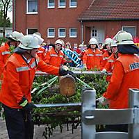 2010-05-01-Maibaumaufstellen_042