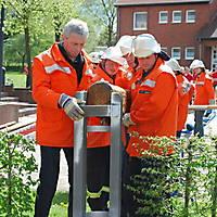 2010-05-01-Maibaumaufstellen_048