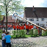 2010-05-01-Maibaumaufstellen_057