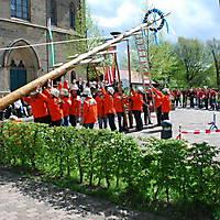 2010-05-01-Maibaumaufstellen_059