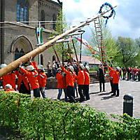 2010-05-01-Maibaumaufstellen_063