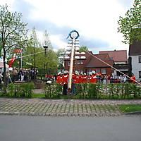 2010-05-01-Maibaumaufstellen_064