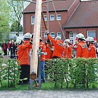 2010-05-01-Maibaumaufstellen_065