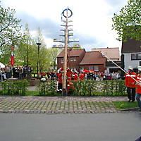 2010-05-01-Maibaumaufstellen_066