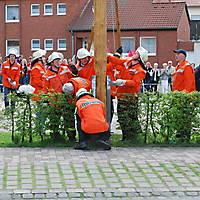 2010-05-01-Maibaumaufstellen_068