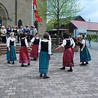 2010-05-01-Maibaumaufstellen_076