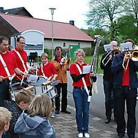 2010-05-01-Maibaumaufstellen_082
