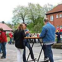 2010-05-01-Maibaumaufstellen_097